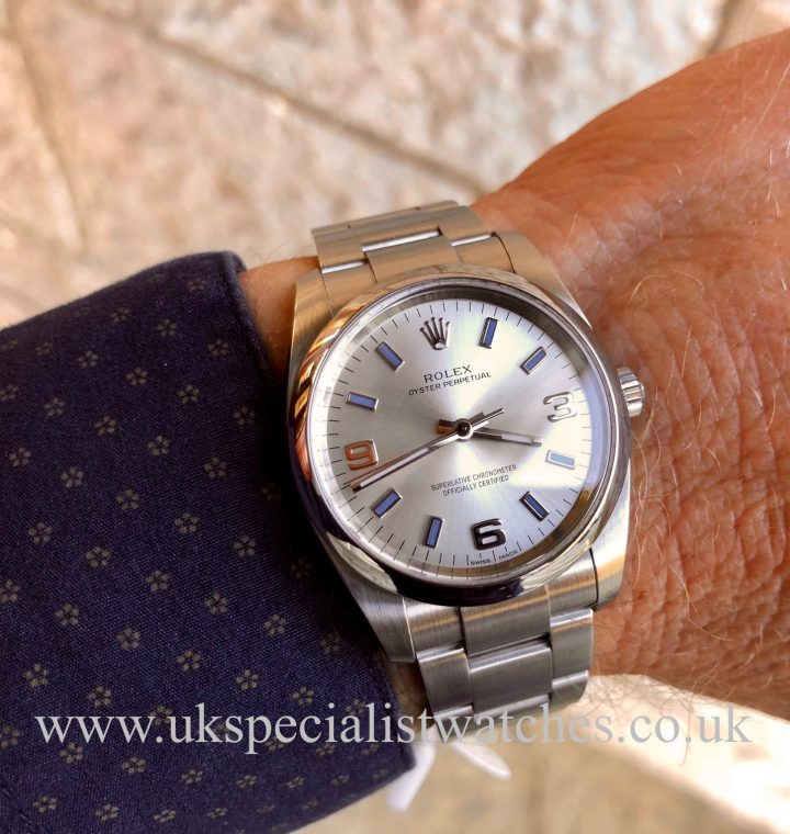 vROLEX OYSTER PERPETUAL – SILVER DIAL – 114200